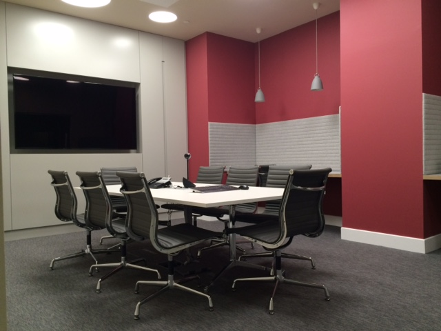 Rooms: London Meeting Tables