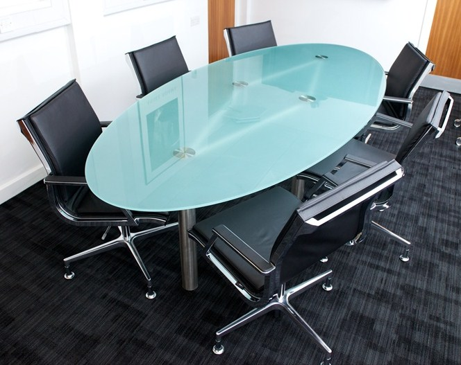 Superbe Oval Glass Meeting Table