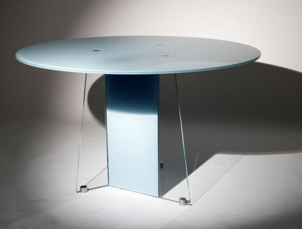 Circular topped glass desks are a stylish alternative